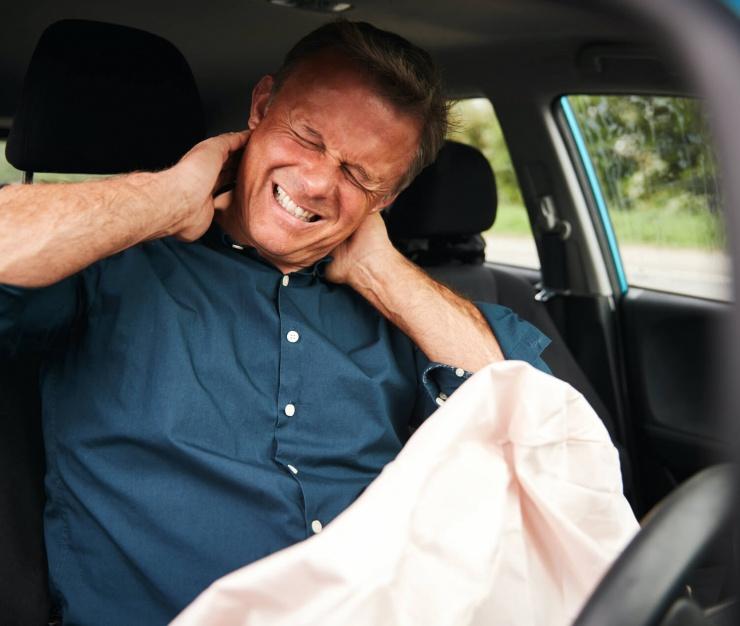 male-motorist-with-whiplash-injury-in-car-crash-5K79C8Y (1)